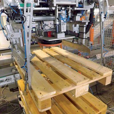 Механический захват для пустых деревянных поддонов