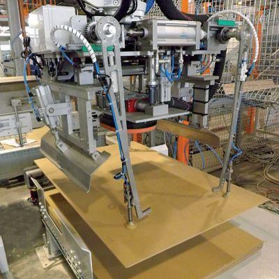 Механический захват картонных листов
