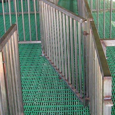 Монтаж оборудования для содержания свиней, поросят