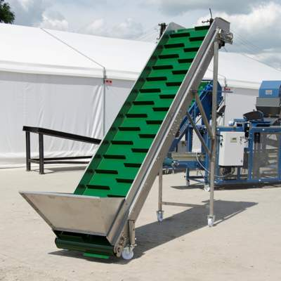 Уличный транспортер для загрузки овощей с поля