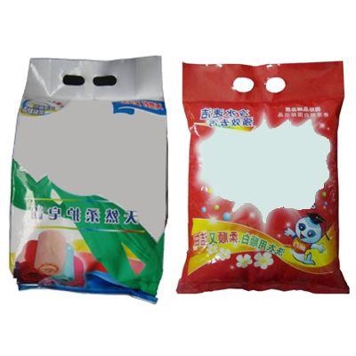 Упаковка стирального порошка в пластиковые пакеты подушка